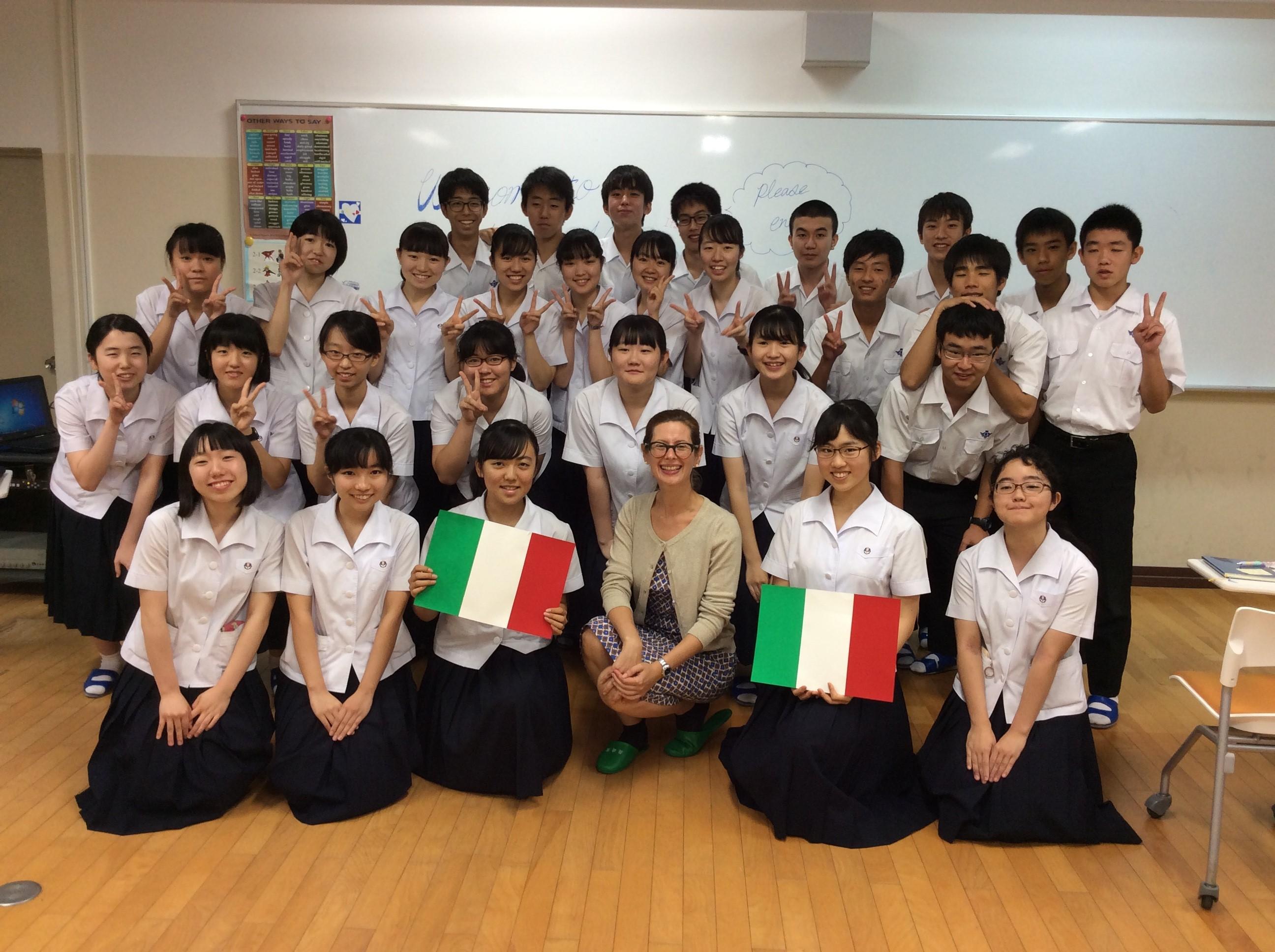 Photo session with Nagasaki Higashi High School students