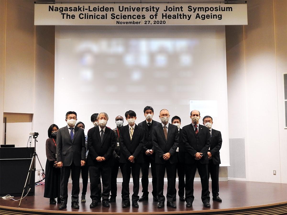 Commemorative photo at Ryojun Hall