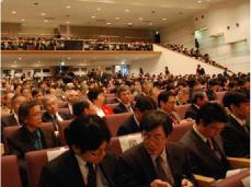 満席の講演会会場