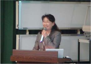 講演する田中カウンセラー