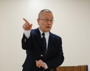 講演する高橋教授
