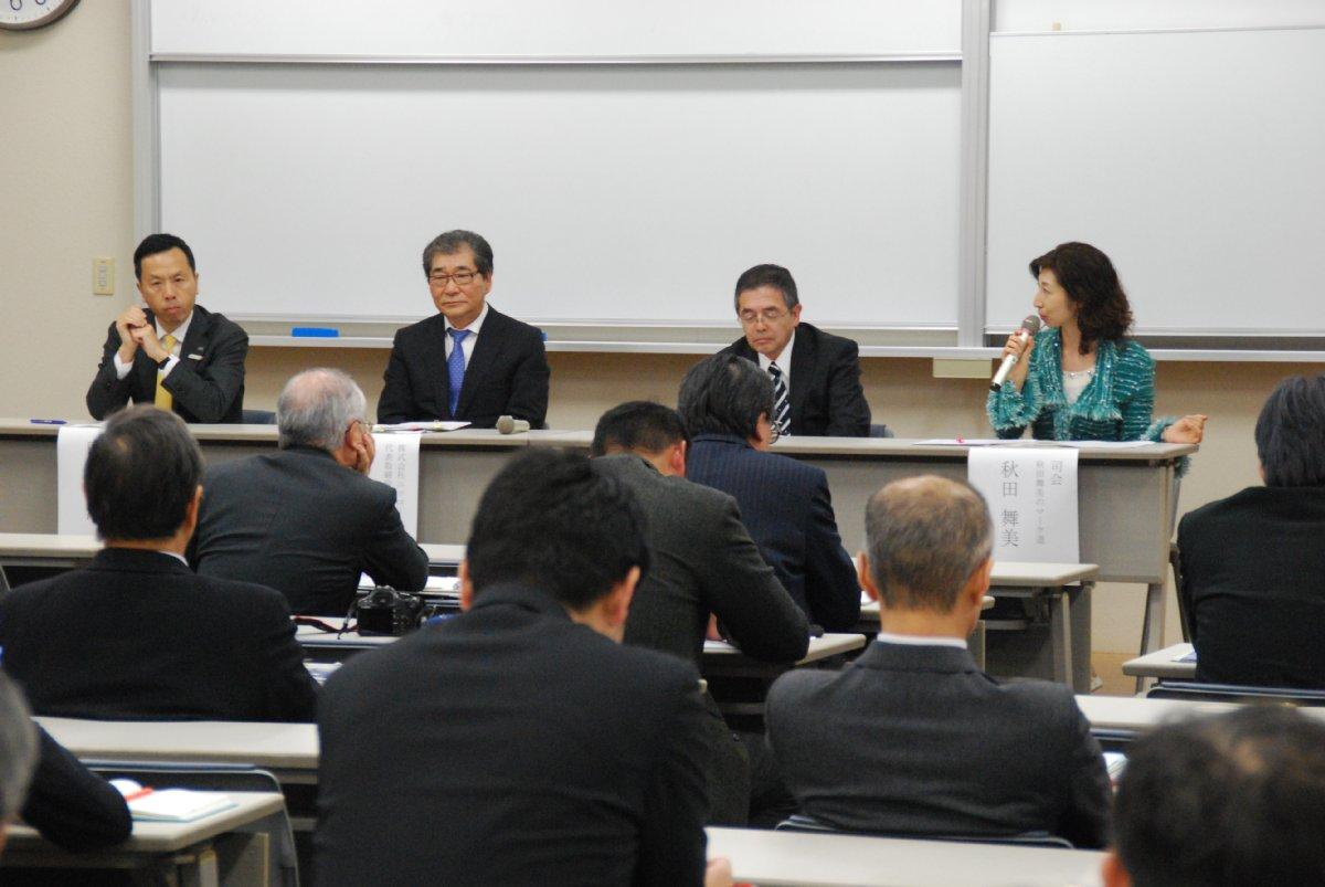 総合討論の様子(左から中川氏、佐藤氏、黒滝氏、秋田氏)