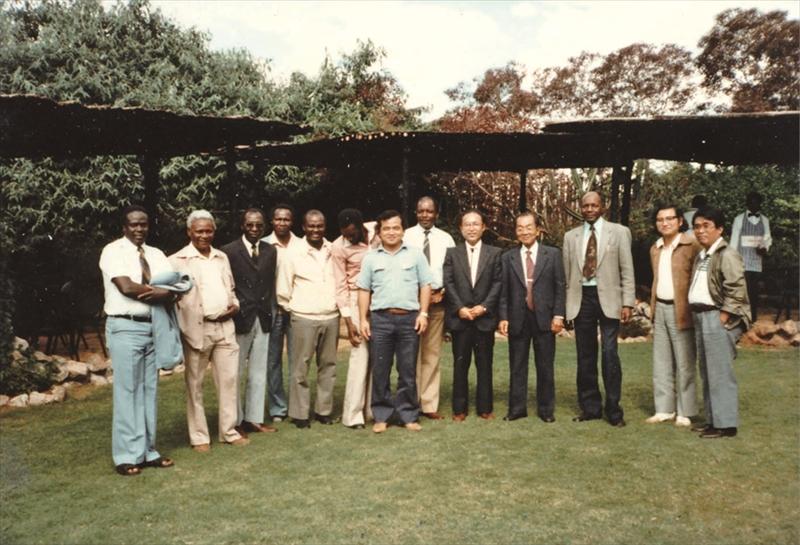KEMRIと熱帯医学研究所の研究者たち