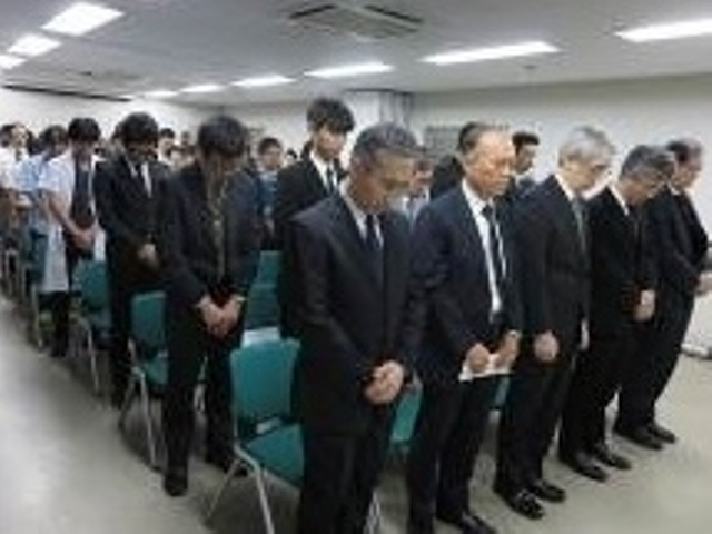参列者全員による黙祷