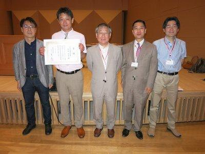 授賞後の記念撮影(南森准教授:左から2番目)