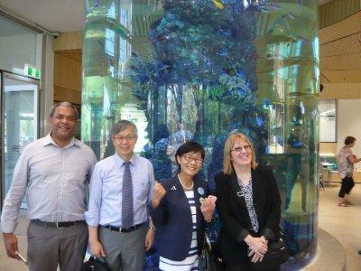 フィジーの保健省代表Kama氏、右は一盛氏の盟友Patricia Graves氏