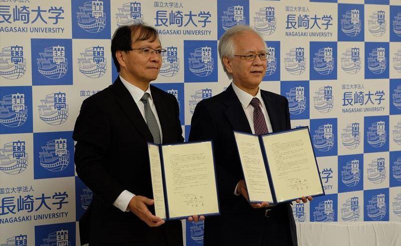 中釜国立がん研究センター理事長と片峰長崎大学長