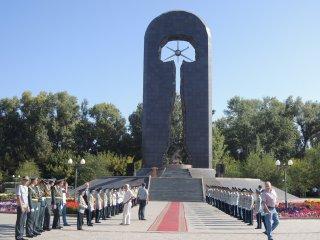 核実験閉鎖記念のモニュメント
