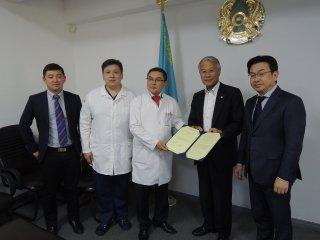 シズガノフ国立外科科学センターでの学術交流協定書延長の合意