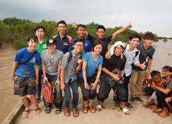 チームを組んだ「ながさき海援隊」とカントー大学のメンバー