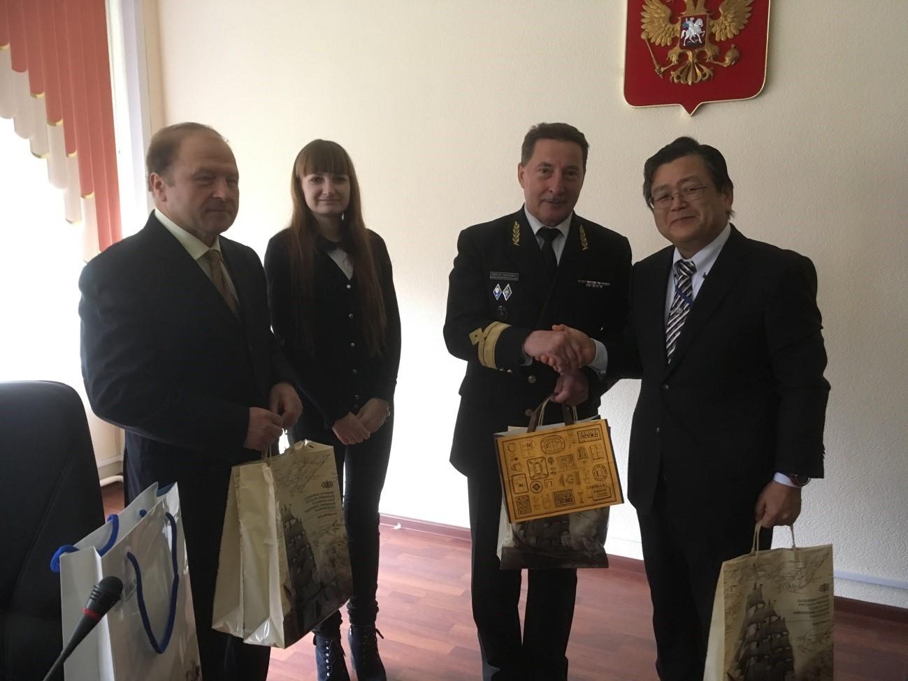 Nikolay Zorchenko FESTFU学長(右から2番目)と武藤研究科長(右端)