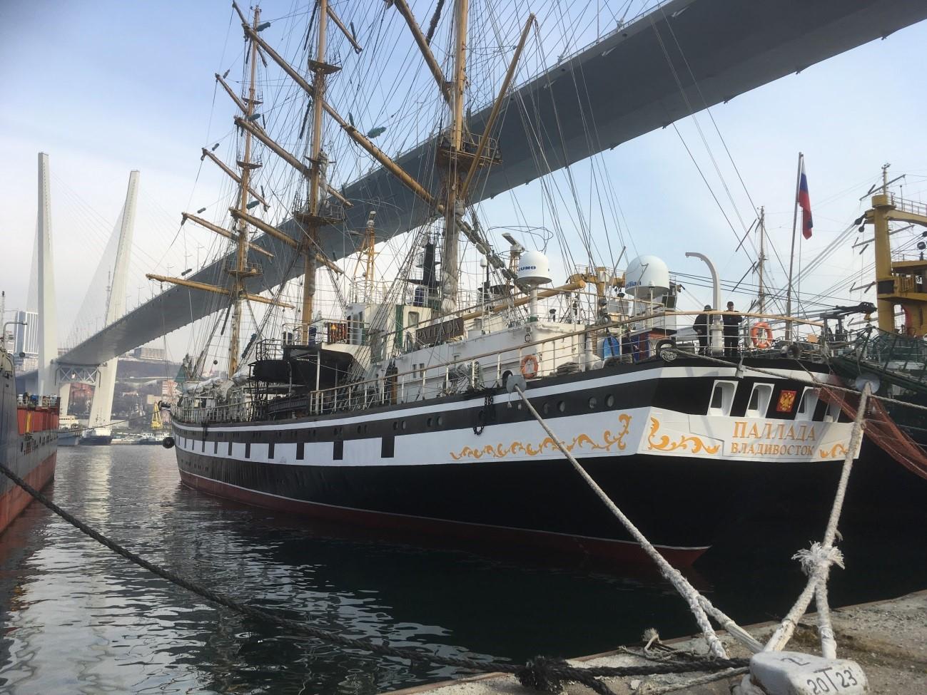 FESTFUが所有する練習帆船パラダ号