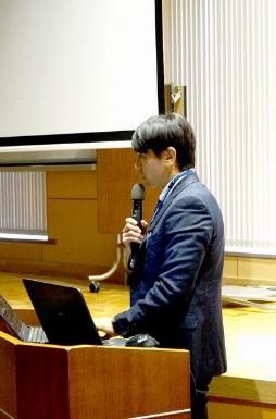 プログラム概要を説明する岩永副センター長