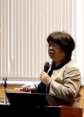 講演を行う吉田教授