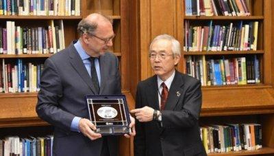 Director of LSHTM, Prof. Peter Piot and President Kohno2