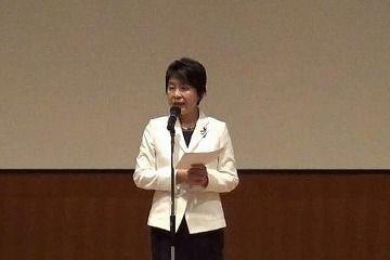 祝辞を述べられる上川法務大臣