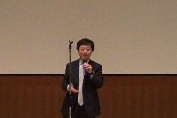閉会の挨拶を行う北熱帯医学・グローバルヘルス研究科長・SDGs研究センター長
