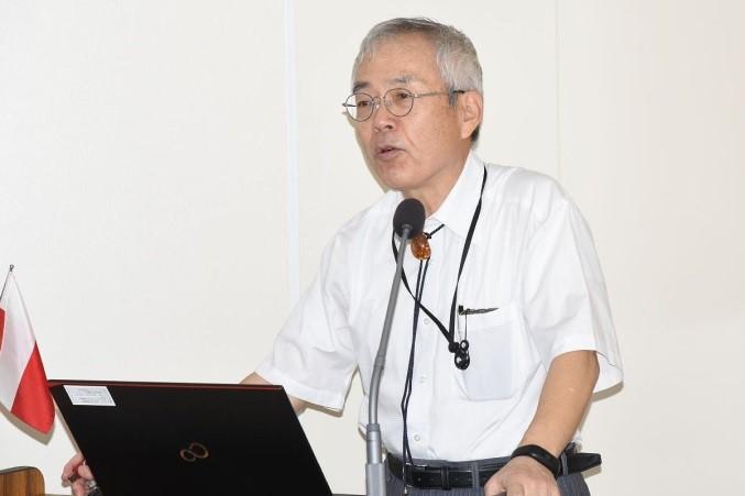 5月21日:(0611) 開講式で挨拶する河野学長
