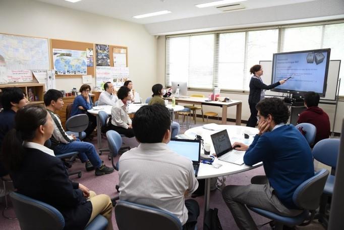5月23日:経済学部での教職員対象の講義