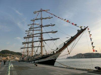 長崎に寄港した練習帆船パラダ号