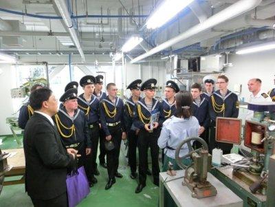 水産学部の食品加工実習室の見学