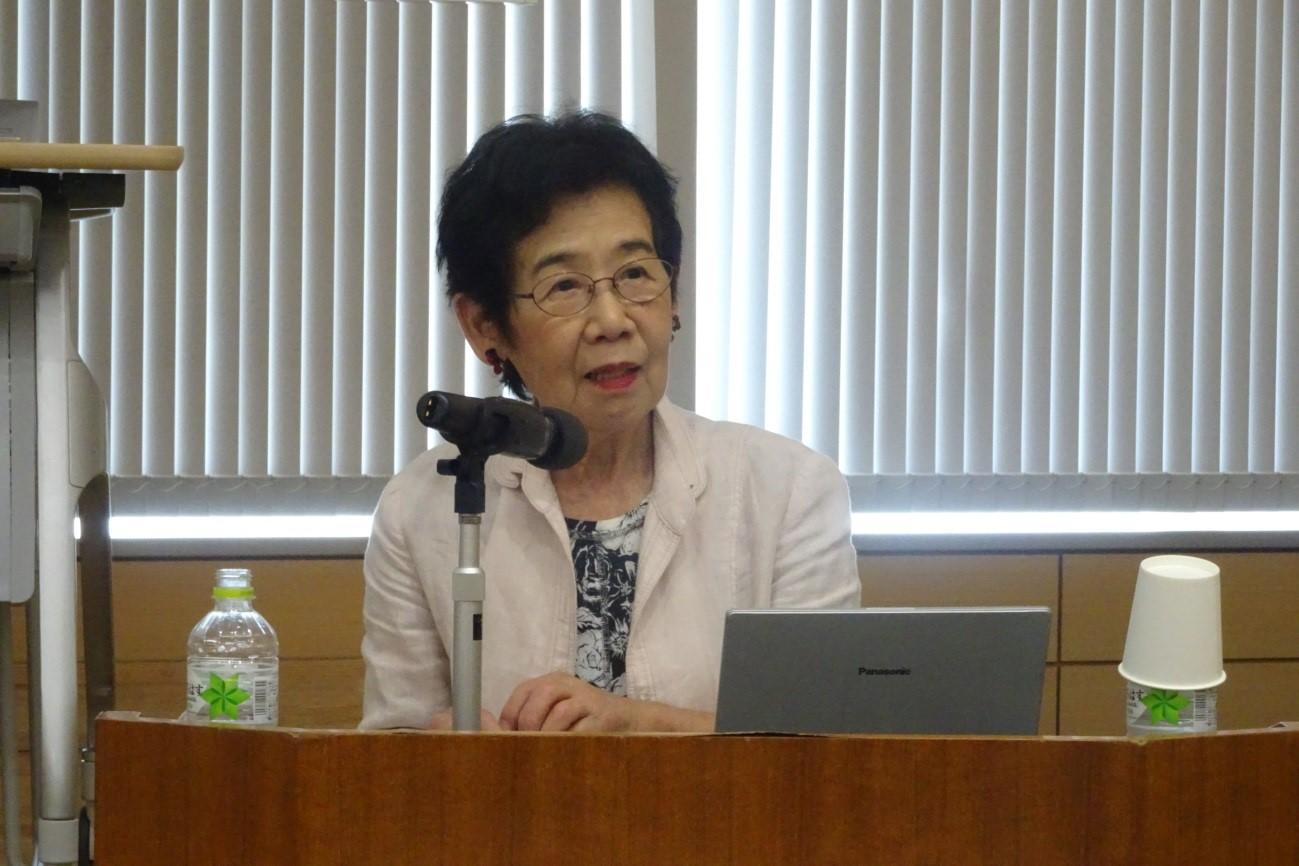 講演する毛里和子 早稲田大学名誉教授