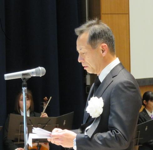 慰霊の辞を述べる永安武医学部長