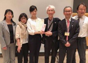受賞した江波桃花歯科衛生士(写真左から3番目)