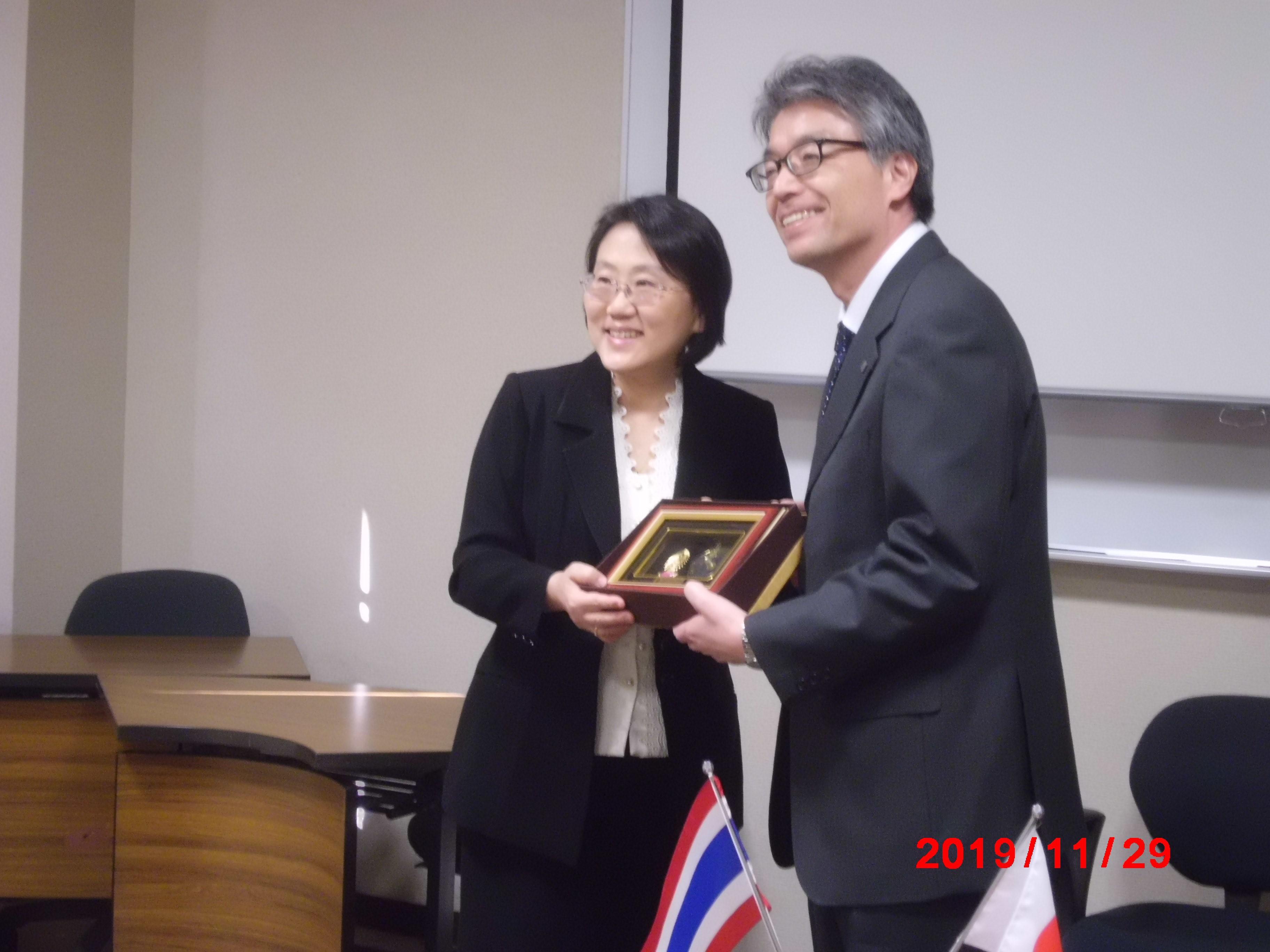 チュラロンコン大学薬学部長と尾野村治薬学部長